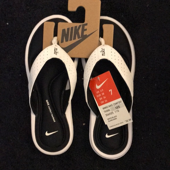 0bc1ba29a620 Nike flip flops NWT